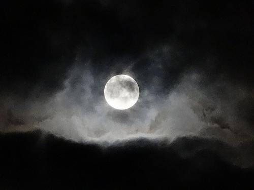 不完全な月