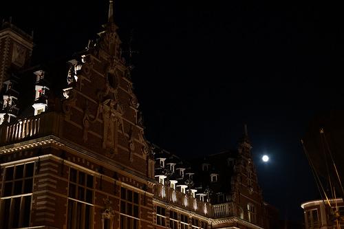 ルーヴェン図書館と中秋の名月