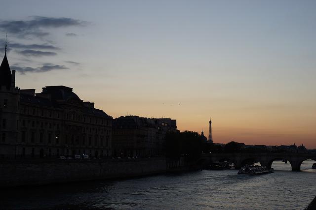 夕方のセーヌ川