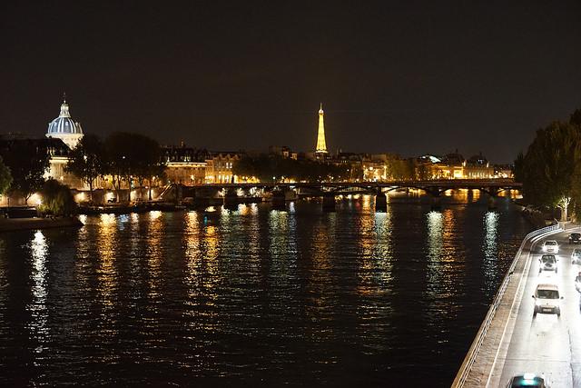 夜のセーヌ川