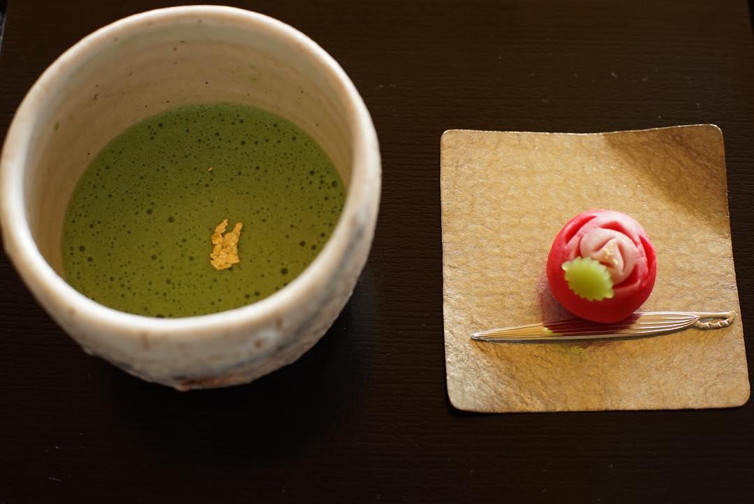 川村記念美術館のお茶室にて「レオナール・フジタとモデルたち」展限定メニューの上生菓子