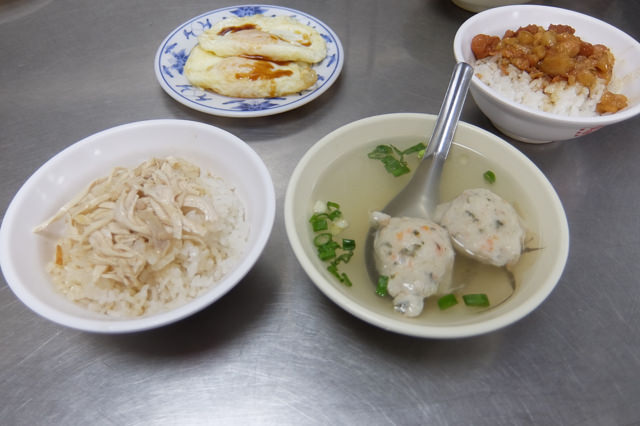 鶏肉飯と魯肉飯